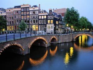 Door autosloperij Amsterdam uw auto naar de sloop laten brengen.