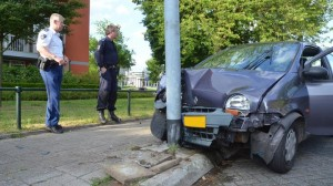 Sloperij Eindhoven schadeauto tegen lantaarnpaal